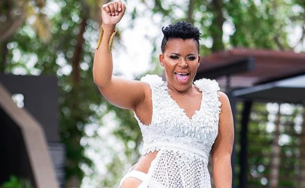 Man wets Zodwa Wabantu's derriere in a party – Watch