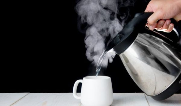 10 unexpected benefits of drinking hot water