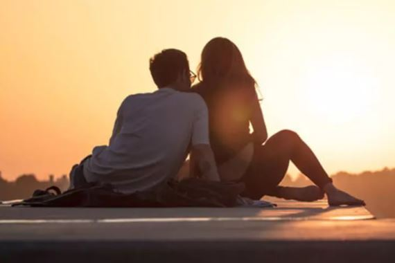 7 differences between loving someone and being in love