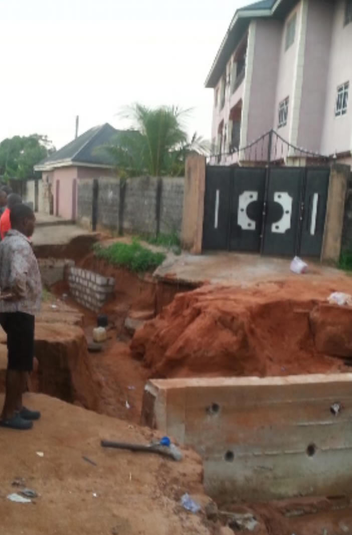 PHOTO: Several families trapped as landslide surrounds buildings in Owerri after heavy downpour