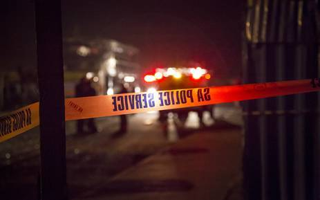 2 dead after bus overturns near Laingsburg