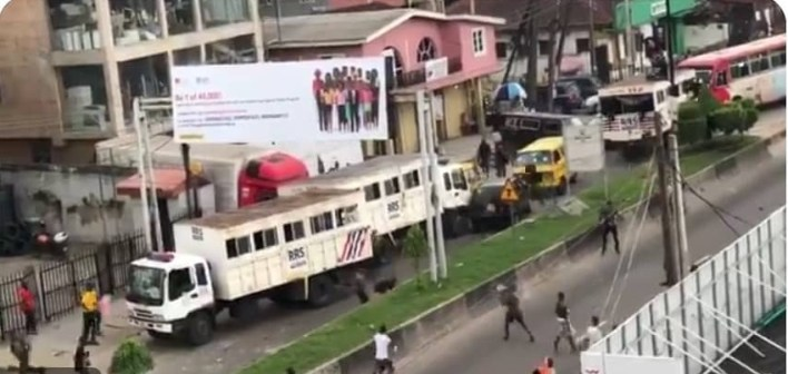 BREAKING: Hoodlums attack RRS operatives in Lagos (VIDEO)