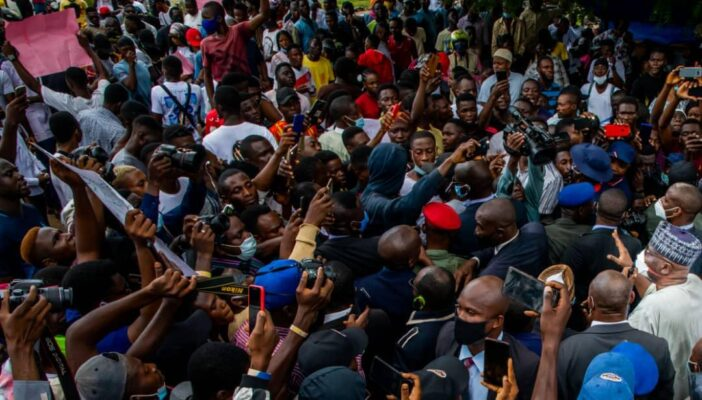 PHOTOS: Governor Abdulrazaq, Deputy Join #EndSARS Protesters To Police Headquarters In Ilorin