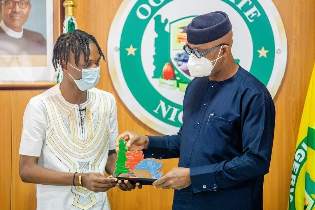 Nigerians lambaste Ogun State Governor, Dapo Abiodun for gifting Laycon N5m, house