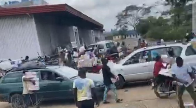 PHOTO: Angry residents break into warehouse, cart away hidden COVID-19 palliatives in Osun