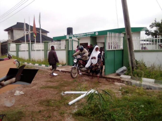 PHOTOS: Angry youths invade Osun federal lawmaker's office, cart away electronics, fertilisers