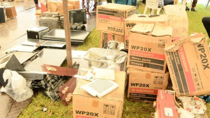 PHOTOS: Osun residents return looted items barely 3 days Govt threatened massive arrest