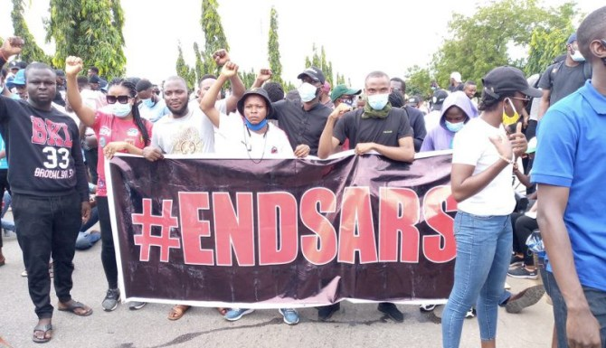 BREAKING: Armed thugs attack Abuja #EndSARS protesters, destroy cars