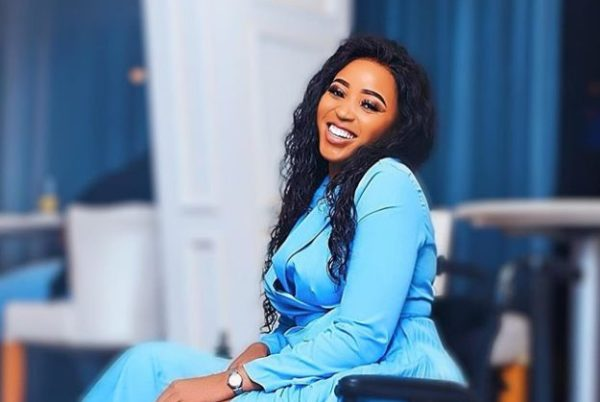 "Sbahle Mpisane does the ""John Vuli Gate"" dance with 4 men – Watch"