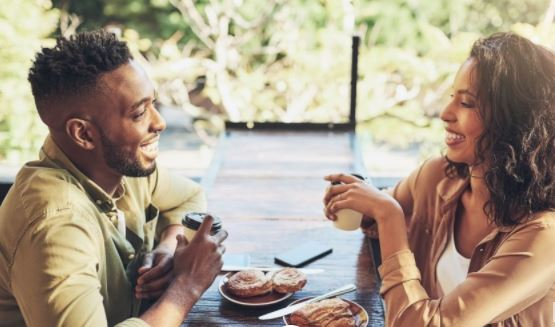 5 annoying things men do on dates that women hate