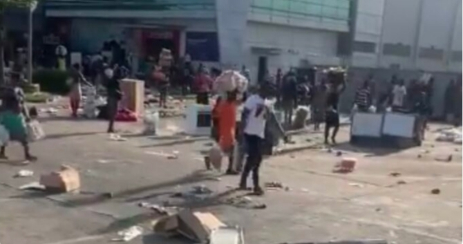 Mothers took their children to loot SPAR outlet in Lekki, says Army commander
