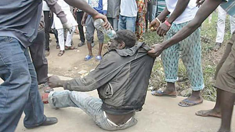 Mob sets two persons ablaze in Ibadan over alleged robbery