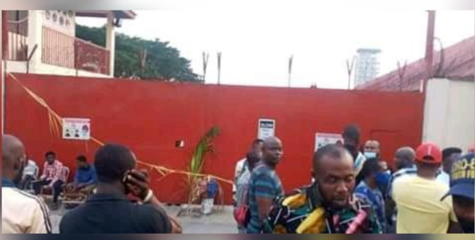 Rivers State: Youths barricade Halliburton's premises with fetish objects to protest sack of workers