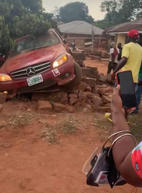 PHOTOS: Tragedy as car with learner sign crushes six children to death in Edo