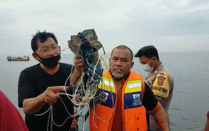 Indonesian passenger jet crashes into sea shortly after take-off