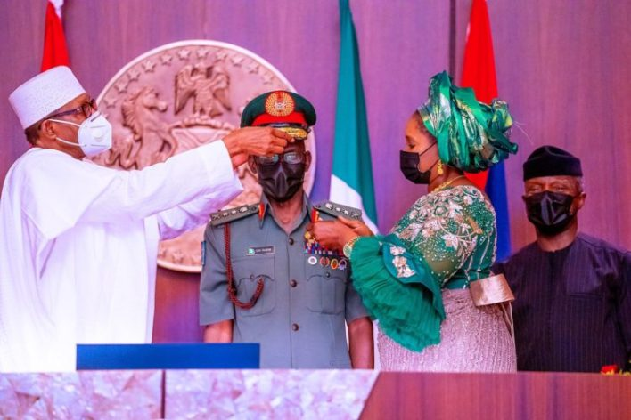 BREAKING: Buhari decorates new Service Chiefs