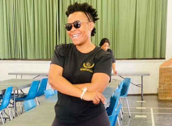 Zodwa Wabantu pays R500 to an anonymous girl for braiding her hair – Video
