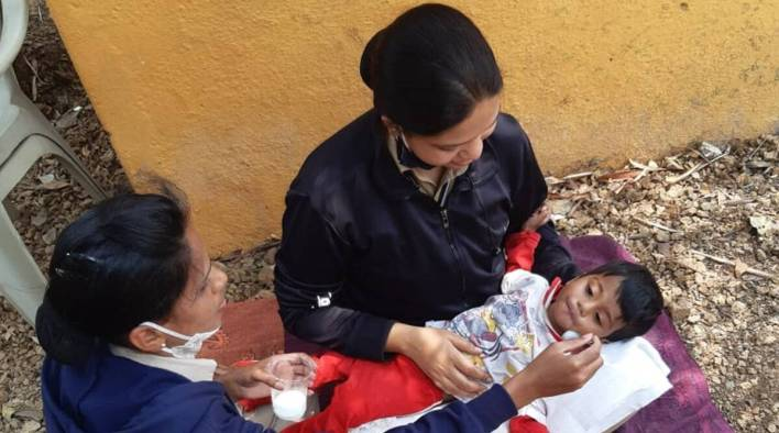 Baby who hasn't eaten for two days found beside dead mother in India