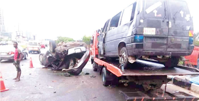 Pregnant woman, two others die as bus rams into truck on Lagos-Ibadan Expressway