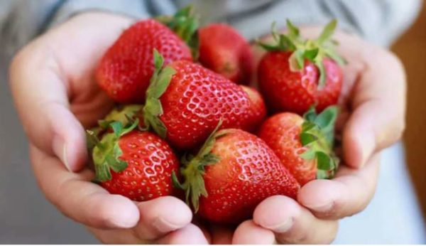 5 ways to use strawberry in your beauty routine