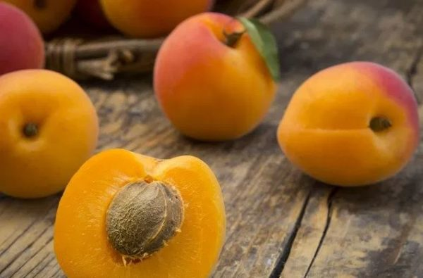 5 ways to use apricot for skin and hair