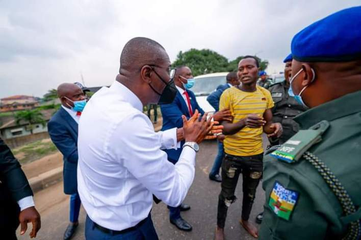 PHOTOS: Babajide Sanwo-Olu apprehends suspected robbers on Lagos highway
