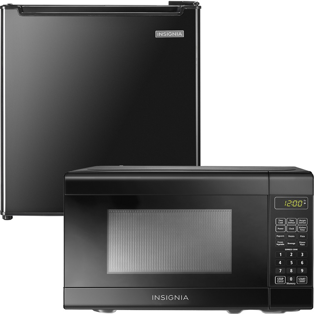 best buy back to school special insignia 0 7 cu ft compact microwave and 1 7 cu ft compact refrigerator 99 98