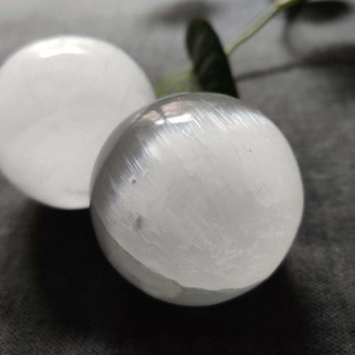 Sfera in selenite, 5 cm