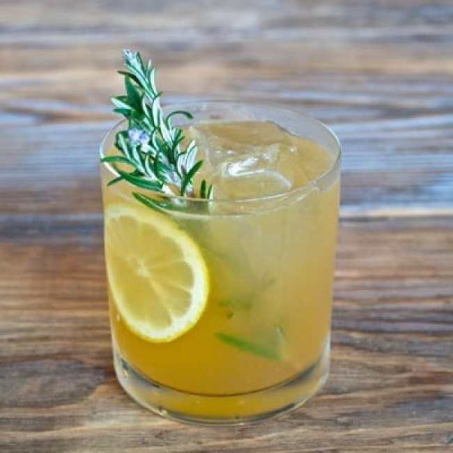 rosemary-maple-bourbon-sour-Fall-Cocktail