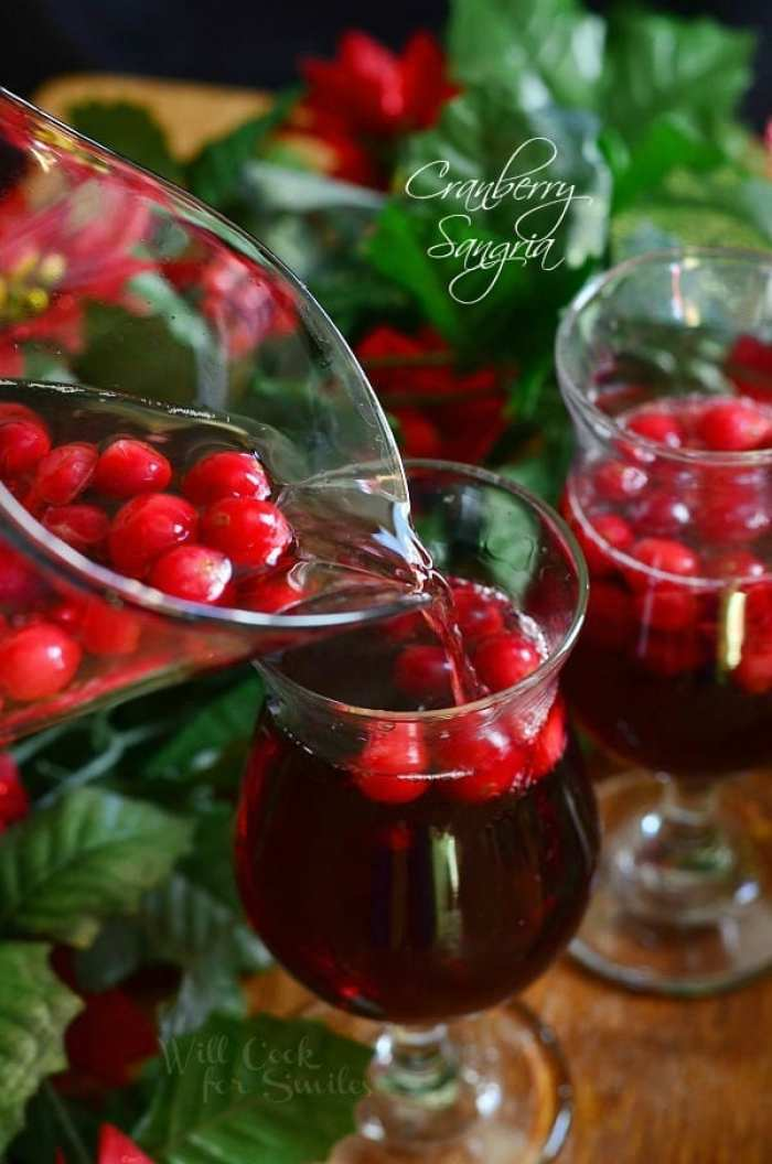 Cranberry-Sangria-Holiday-Cocktails-Recipe