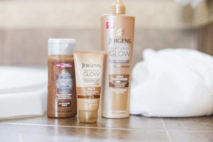 #MyJergensGlow, #CollectiveBias, #Shop,Jergens-Natural-Glow-Product