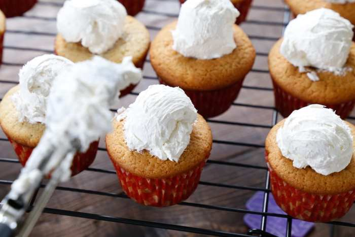 American Pie Cupcake - Miss American Pie - American-Pie-Cupcakes-Recipe-Americana-Fourth of July-23