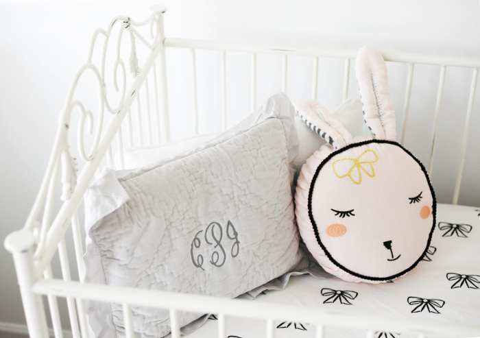 Bratt Decor Casablanca Crib - Nursery Decoration