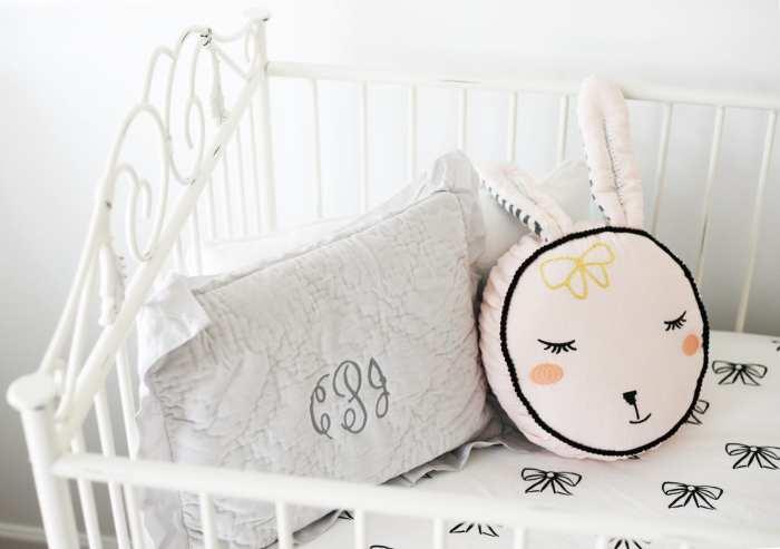 Bratt Decor Casablanca Crib - Nursery Decoration