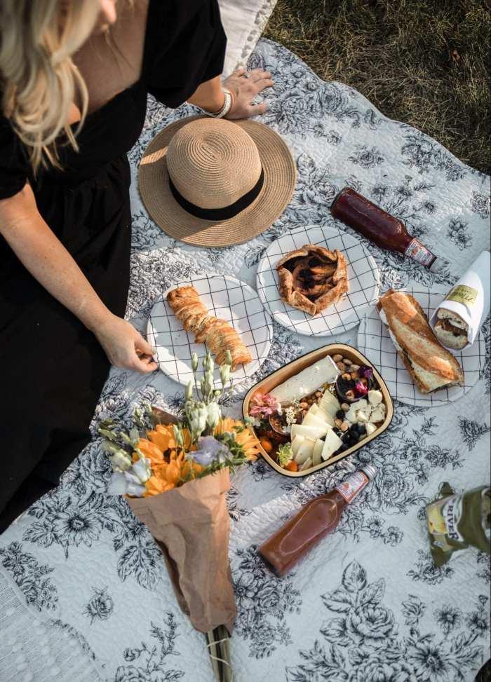 Dining Al Fresco - Mediterra Cafe- Pittsburgh- Ashley Pletcher- Family Picnic