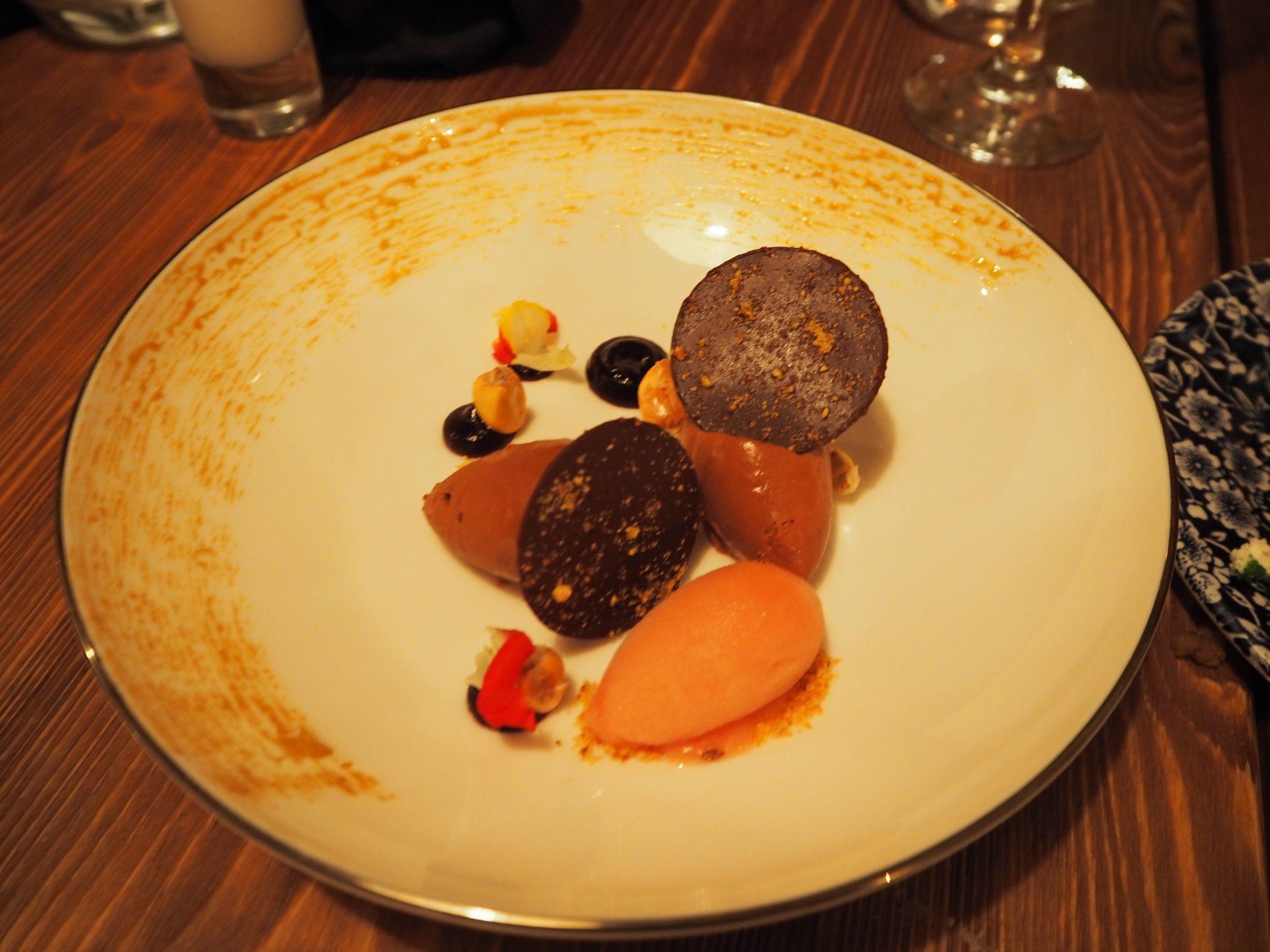 The Inca chocolat with kikos, guava sorbet and pisco sour / Le chocolat Inca Péruvien avec kikos, guava et sorbet au pisco aigre