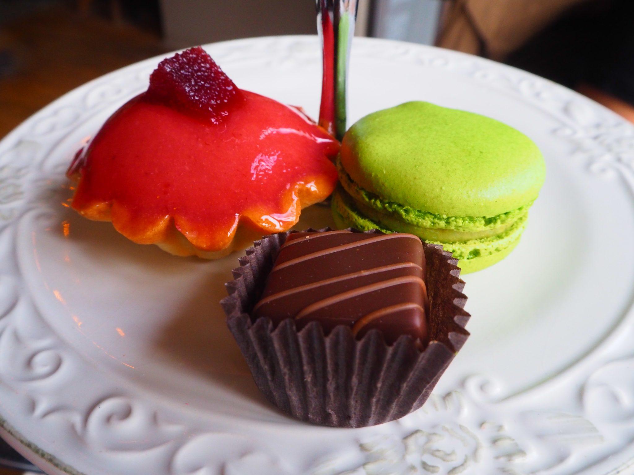 Tha Cakes & Sweets / Le Sucré - Afternoon Tea at Le Parloir tea room / Afternoon Tea au Salon de Thé Le Parloir