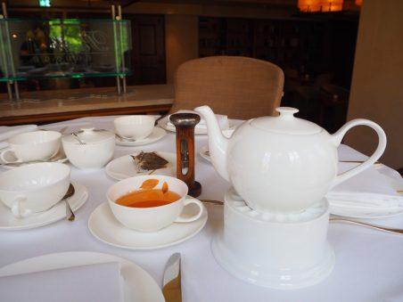 The teapot holder, the tealight (to keep the tea warm) and hourglass