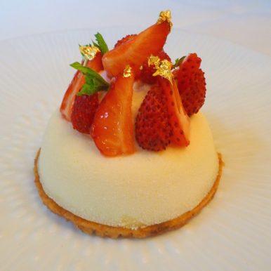 "Wild strawberry and fresh mint ""cheesecake like"" tart / Tartelette façon cheesecake fraises des bois et menthe fraîche"