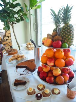 Fruits & Cakes