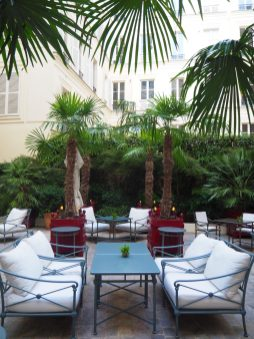 Cour Intérieure/ Inner Courtyard