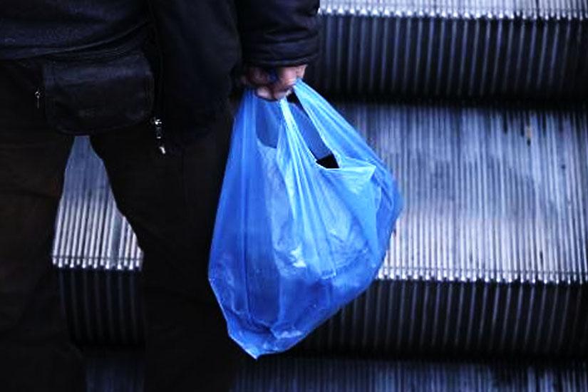 244664cef8 Ξεκινά την Κυριακή η χρέωση των πλαστικών σακούλων