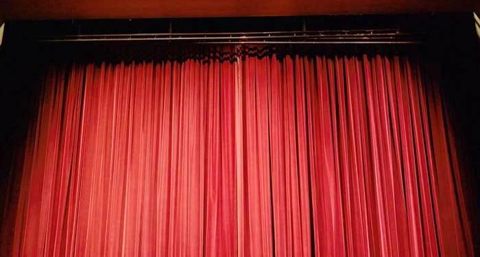 Θεατρικές παραστάσεις σε γειτονιές στις συνοικίες της Λεμεσού