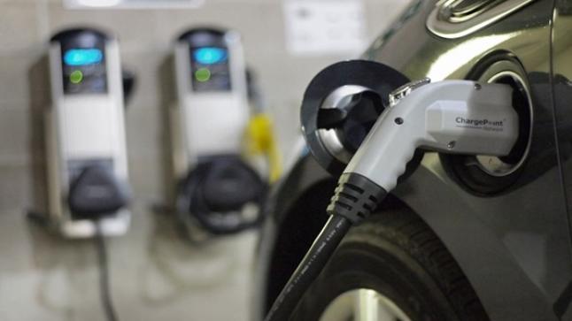 تركيب أولى محطات شحن السيارات الكهربائية في الطريق السيار طنجة-أكادير