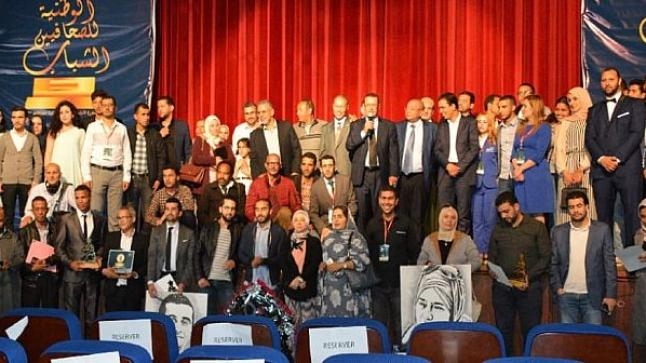 بالفيديو.. تتويج الفائزين بالجائزة الوطنية للصحافيين الشباب بأكادير