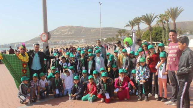 جمعية الآباء بمدرسة المنار ضواحي أكادير ترسم البسمة على وجوه المتفوقين