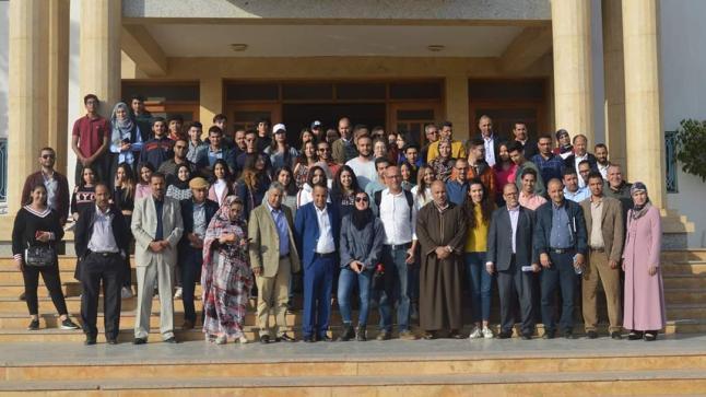 رئيس جماعة طانطان يشرف على المشاريع المنجزة للطلبة الجامعة الأورو-متوسطية لتهيئة المدينة
