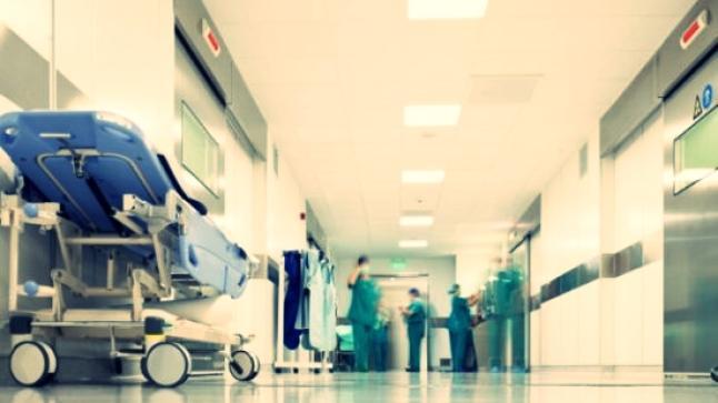 """مصحات كبرى """"تُسمسر"""" في المرضى عبر سائقي سيارات الإسعاف"""