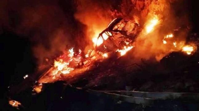 حادثة خطيرة بمنحدر الموت أمسكروض تُوقع ضحايا.. وسائق شاحنة يحترق (فيديو)