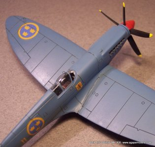 Airfix_Spitfire_MkXIX-7